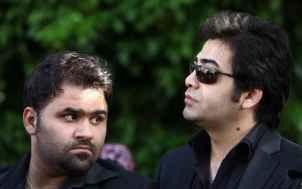 عکسی از فرزاد حسنی در مراسم تشییع مرحوم عسل بدیعی | WwW.BestBaz.IR