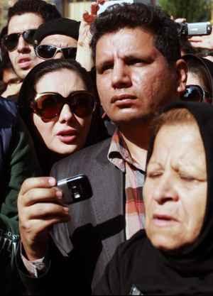 عکسی از هانیه توسلی در مراسم تشییع مرحوم عسل بدیعی | WwW.BestBaz.IR