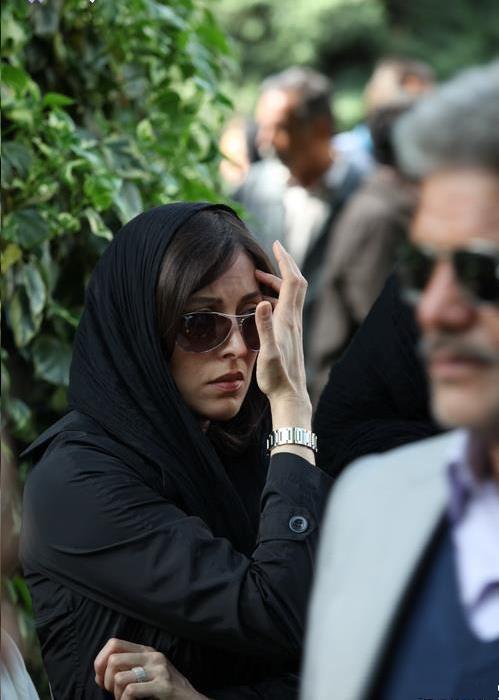 عکسهای مهتاب کرامتی در مراسم تشییع مرحوم عسل بدیعی   WwW.BestBaz.IR