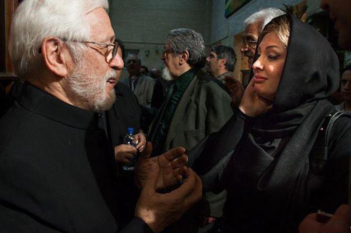 عکسی از نیوشا ضیغمی در مراسم ختم مرحوم عسل بدیعی | WwW.BestBaz.IR