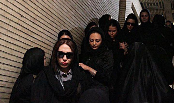 عکسی از یکتا ناصر در مراسم ختم زنده یاد عسل بدیعی | WwW.BestBaz.IR