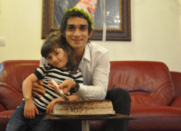 عکسی از میثم باوو و دخترش وانیا | WwW.BestBaz.IR