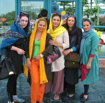 عکسی اختصاصی از لیندا کیانی و دوستانش در خارج از کشور | WwW.BestBaz.IR