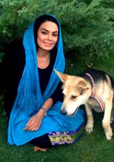 عکسی اختصاصی از سارا خوئینی ها و سگش | WwW.BestBaz.IR