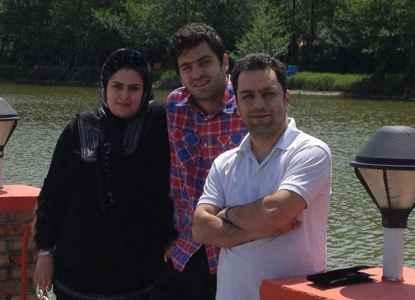 عکسی از علی ضیاء کنار خواهر و دامادش | WwW.BestBaz.IR