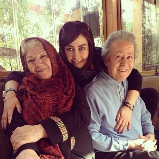 عکسی از آنا نعمتی و پدر و مادرش اسفند 92 | WwW.BestBaz.IR