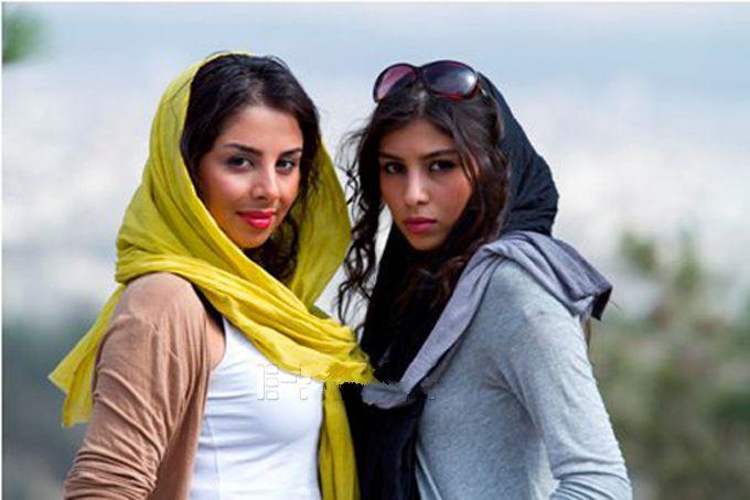 عکسی از فتانه ملک محمدی و خواهرش | WwW.BestBaz.IR