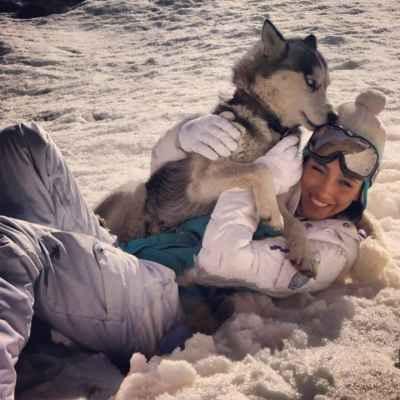 عکسی از خاطره اسدی و سگش در برف | WwW.BestBaz.IR