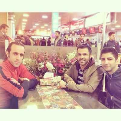 عکسی یادگاری از سیروان و زانیار خسروی با علی کریمی | WwW.BestBaz.IR