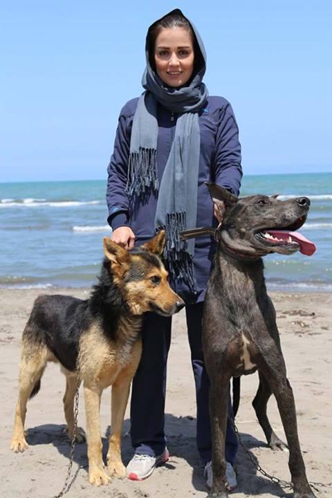 عکسهای افسانه پاکرو و سگش کنار ساحل | WwW.BestBaz.IR