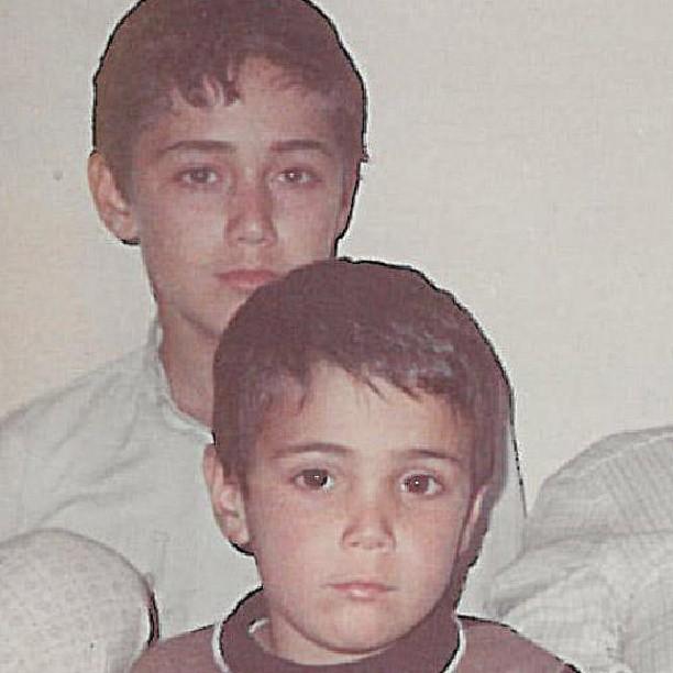 عکسی از کودکی ناصر زینعلی و برادرش | WwW.BestBaz.IR