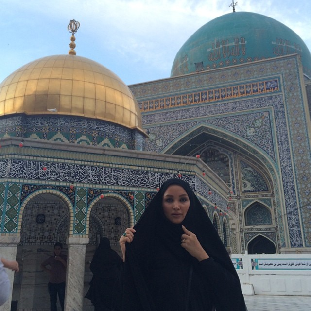 عکسی از روناک یونسی در حرم امام رضا خرداد 93 | WwW.BestBaz.IR