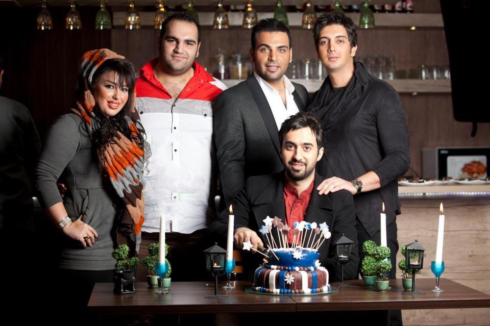 عکسی از فرزاد فرزین و احسان علیخانی کنار بهداد سلیمی و همسرش | WwW.BestBaz.RozBlog.Com
