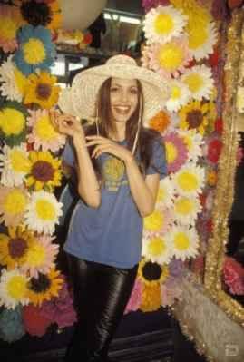 عکسی از آنجلینا جولی در 19 سالگی قبل از معروفیت | WwW.BestBaz.RozBlog.Com