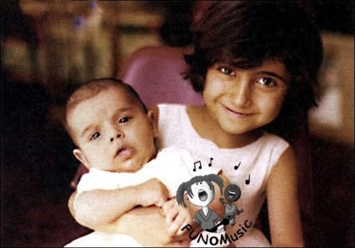 عکسی از همایون شجریان در آغوش خواهرش مژگان | WwW.BestBaz.RozBlog.Com
