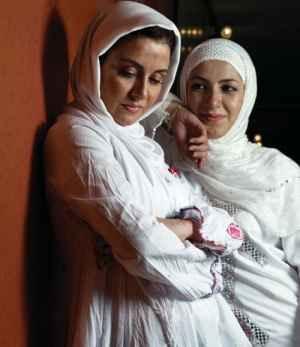 عکس مریلا زارعی و خواهرش با لباسهای سفید | WwW.BestBaz.RozBlog.Com