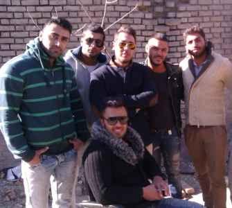 عکسی از آرمین 2afm و دوستانش سر ضبط ویدئو | WwW.BestBaz.RozBlog.Com