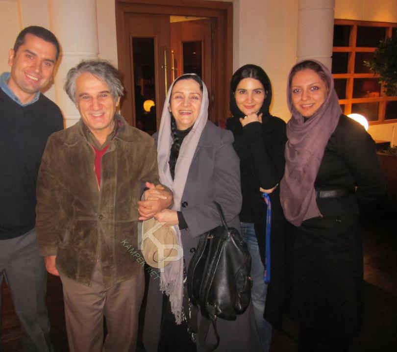 عکسی از مهدی هاشمی کنار همسرش گلاب آدینه و دخترش نورا | WwW.BestBaz.RozBlog.Com