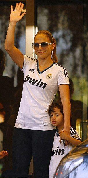 عکس جنیفر لوپز و فرزندانش در لباس رئال مادرید | WwW.BestBaz.RozBlog.Com