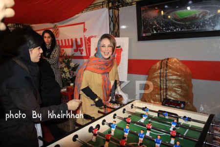 عکسی از فوتبال دستی بازی کردن بهنوش بختیاری | WwW.BestBaz.RozBlog.Com