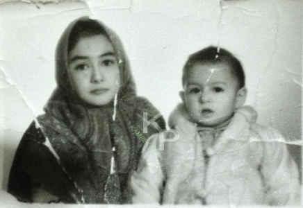 عکسی از هانیه توسلی و خواهرش در دوران بچگی | WwW.BestBaz.RozBlog.Com