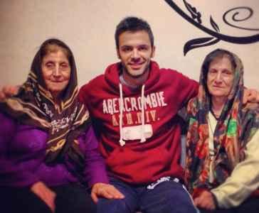 عکسی از سیروان خسروی کنار معلم های دوران دبیرستانش | WwW.BestBaz.RozBlog.Com