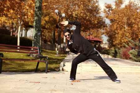 عکسی از زانیار خسروی درحال ورزش تو پارک | WwW.BestBaz.RozBlog.Com