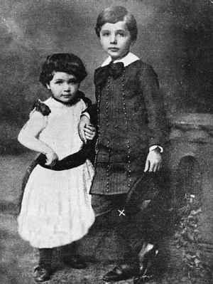 عکس کودکی آلبرت انیشتین و خواهرش | WwW.BestBaz.RozBlog.Com