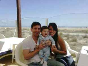 عکسی از لیونل مسی کنار همسر و پسرش | WwW.BestBaz.IR
