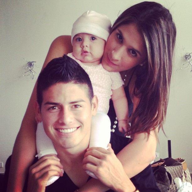 عکسهای جیمز رودریگوئز کنار همسر و دخترش | WwW.BestBaz.IR