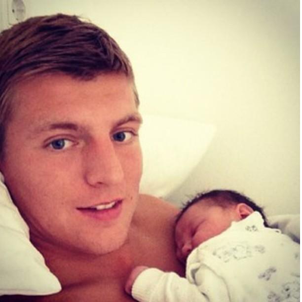 عکسی از تونی کروس و بچه اش | WwW.BestBaz.IR