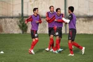 عکسی از رقص باباکرم بازیکنان پرسپولیس در تمرینات | WwW.BestBaz.RozBlog.Com
