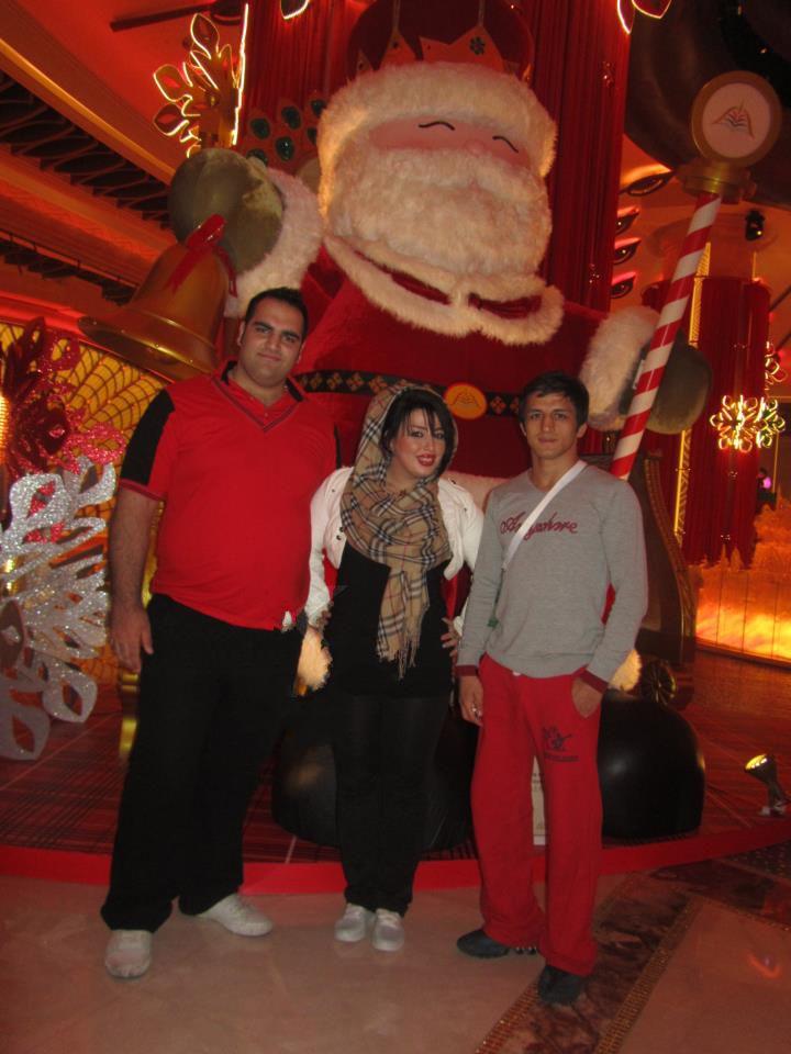 عکسی از حمید سوریان کنار بهداد سلیمی و همسرش   WwW.BestBaz.RozBlog.Com
