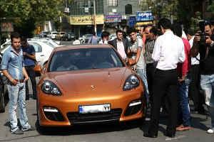 عکس هایی از ماشین جواد نکونام کاپیتان استقلال | WwW.BestBaz.RozBlog.Com