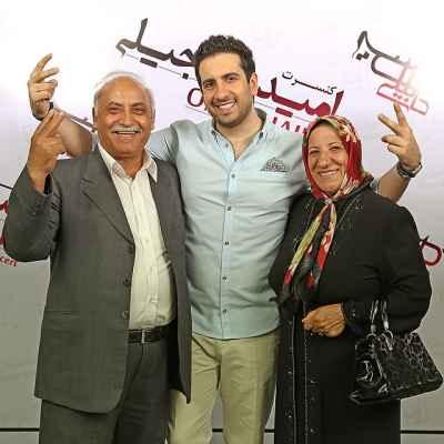عکسی اختصاصی از امید حاجیلی کنار پدر و مادرش | WwW.PopText.IR